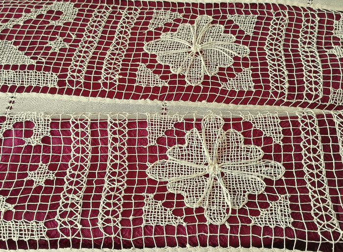 Exceptional antique linen tablecloth and fillet lace. Matching tablecloth and napkins. - 2.10 x 1.40 (9) - Linen - Late 19th century