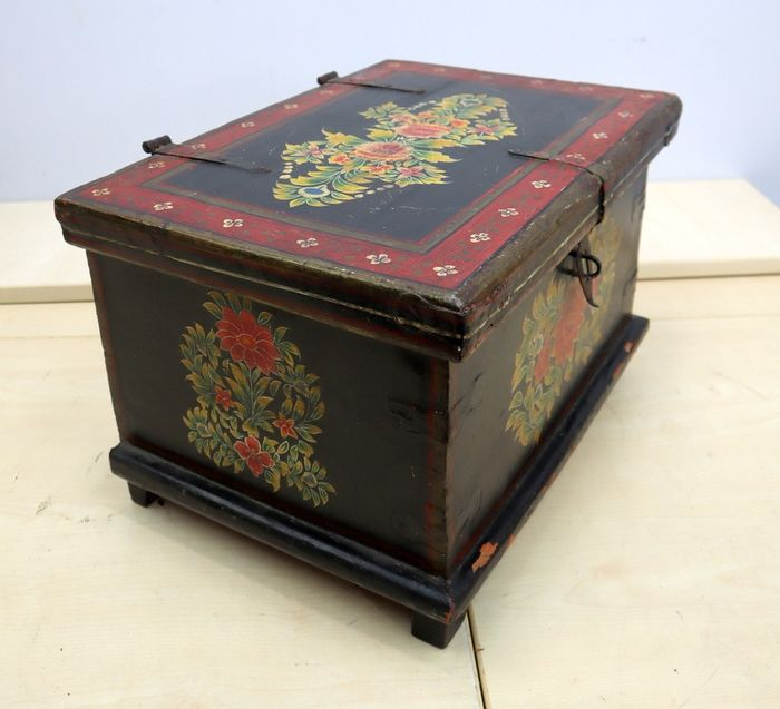 Painted chest - Wood - 19th century
