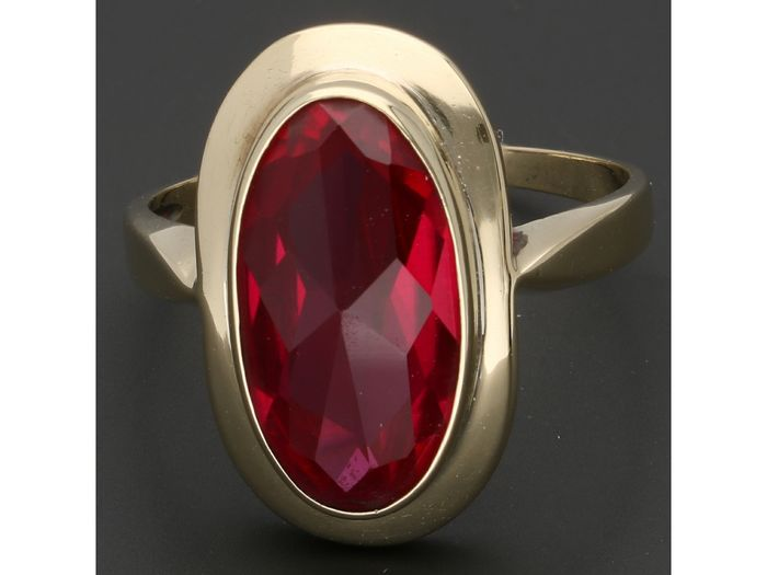 14 kt. Gold - Ring - 4.12 ct Ruby