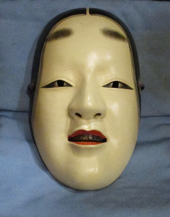 Noh-Maske - Holz - Hand carved lacquered wood Noh mask of Ko-omote 小面 (Young woman) - Japan - ca. 1940-50er Jahre (frühe Showa-Zeit)