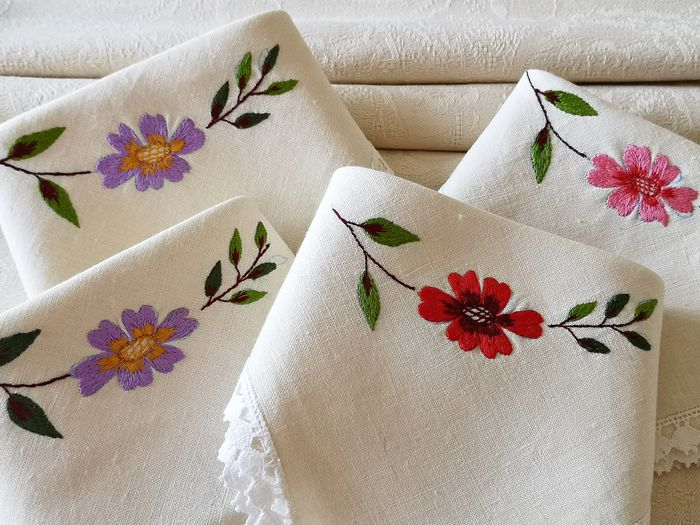 Antique table runner, damask brocade, with embroidered napkins .360 x 110 cm (5) - Linen - First half 20th century