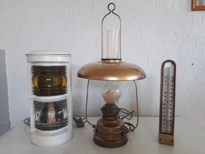 Lot of 2 ship lamps + temperature gauge. (3) - Brass, Copper, Spelter