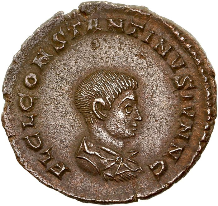 Römisches Reich - AE Follis, Constantine II (as Caesar, AD 317-337) Treveri - Prince standing right in military attire