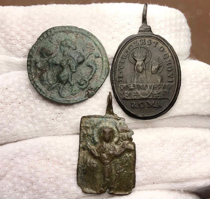 Early Medieval and Medieval Bronze Collection of 3 Iconic Pendants with St.George stabbing a Dragon, Virgin Mary Orans &with Jesus/ROMA