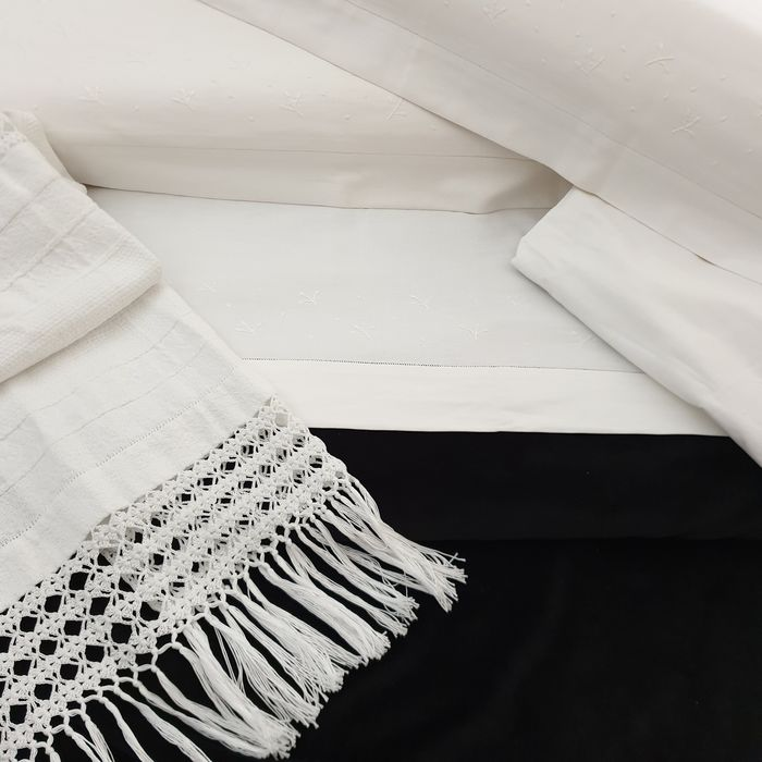 Hand-embroidered sheets and fringed towel - 225 x 270 cm (4) - Cotton - Second half 20th century