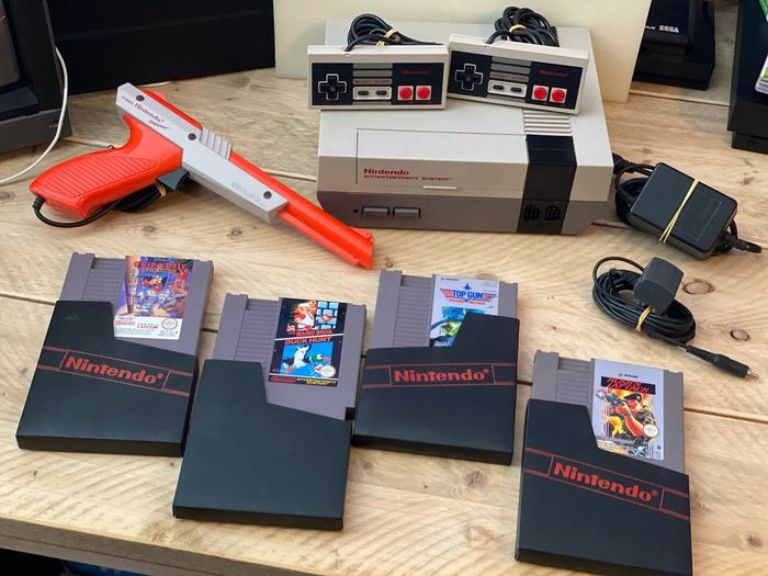 1 Nintendo Nes - Console with Zapper and 4 games (4)