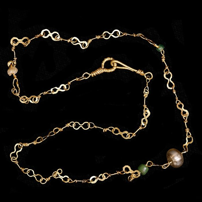 Ancient Roman Gold Chocker Necklace with Glass Beads