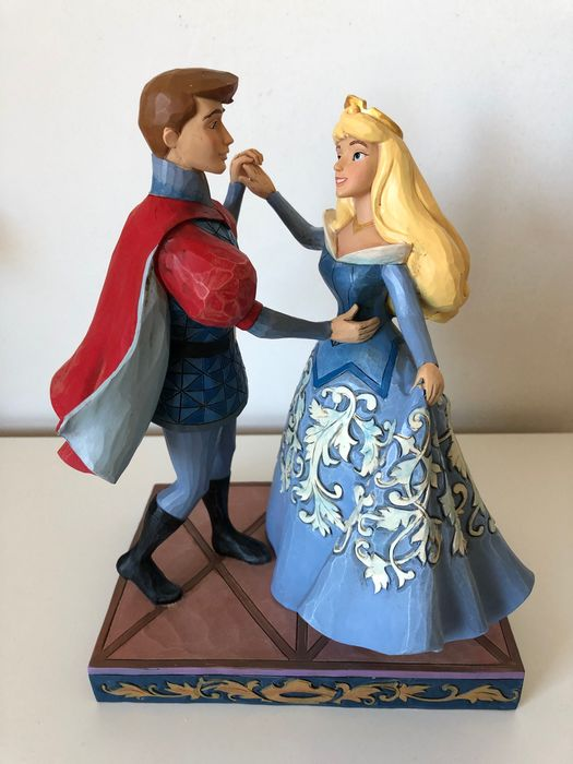 Disney Showcase Collection - Beeldje - Disney Traditions - Swept up in the moment