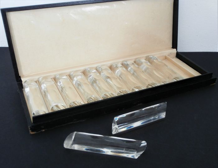 12x Art Deco faceted crystal knife rests in a case