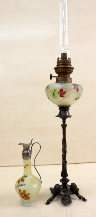Oil lamp with oil decanter, painted - Brass, Bronze (patinated), Glass, Silver plated - 19th century