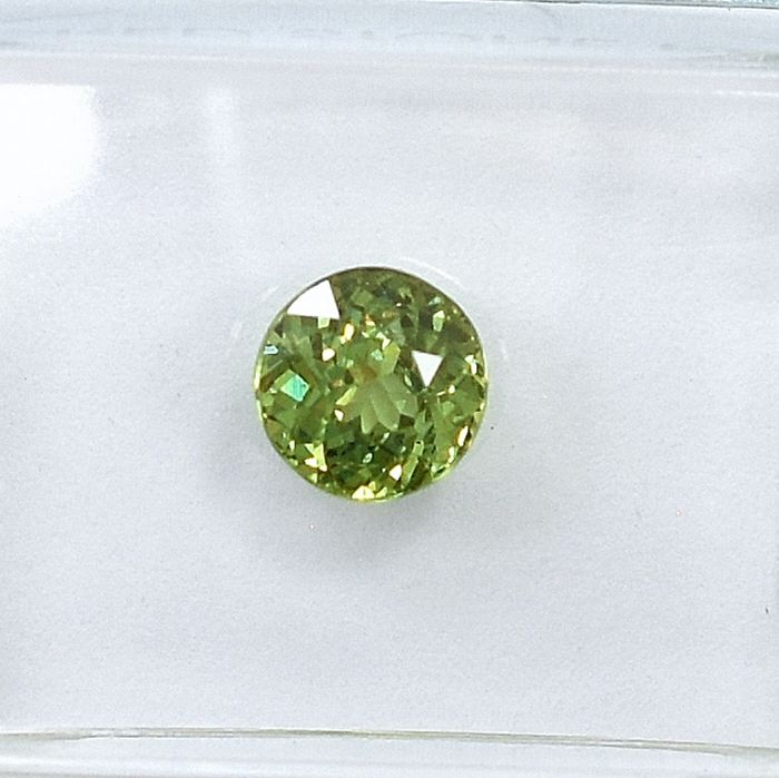 Demantoide - 0.84 ct