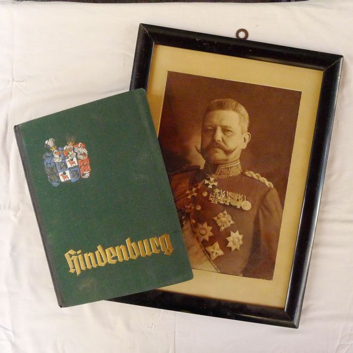 "Germany - Mixed lot from: scrapbook ""Hindenburg"" and Hindenburg's portrait, World War I - Book"