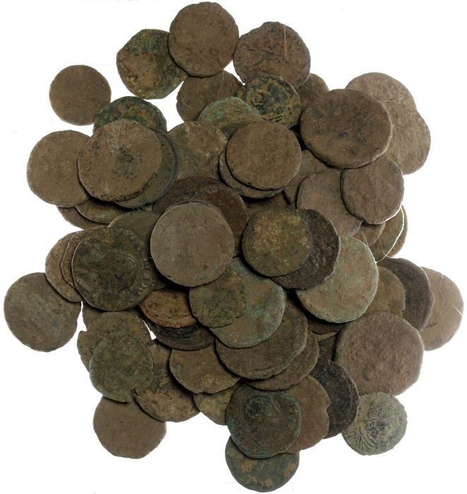 Roman Empire - 100 mostly Roman bronze coins - 3rd and 4th centuries - Bronse