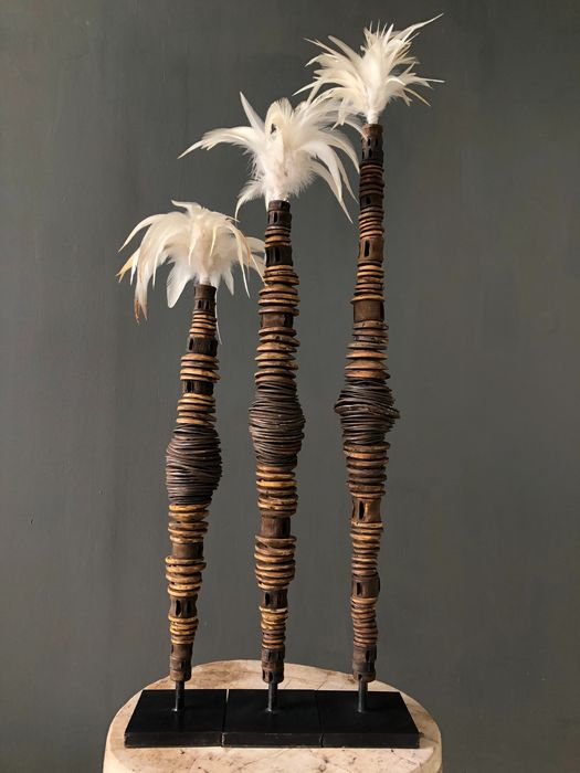Set of Lumi Money Stick with feathers - Kina shell - Indonesia