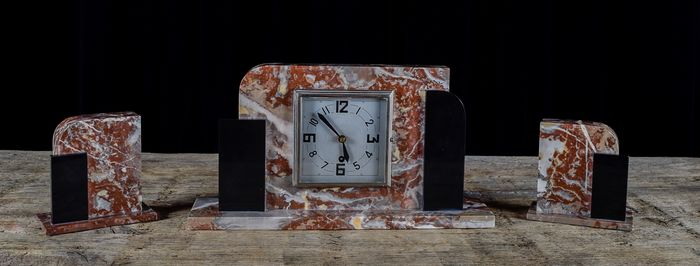 Beautiful three-piece Art-Deco mantelpiece (with clock) in marble and glossy black onyx. France (3)