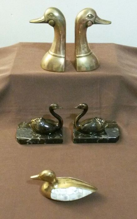 Over the water: animal bookends and paperweight (5) - Brass, Marble, Mother of pearl, Spelter