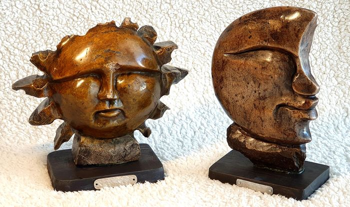 The sun and the moon two sculptures made on stone and mounted on a wooden base - Stone