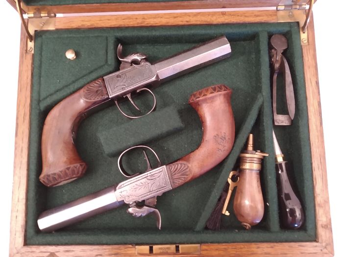 France - Unknown - Single Action - BOXLOCK - Percussion - PAIR OF PISTOLS IN CASE - 12 Bore