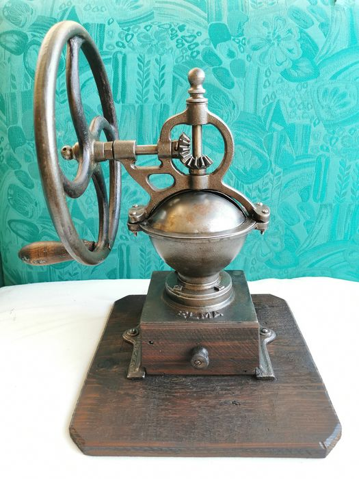 Elma - Coffee grinder n 1 with wheel - Cast iron and wood