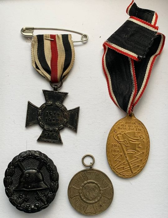 Germany - Mixed lot of medals and badges First World War