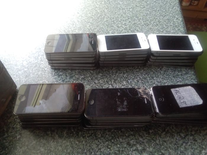 54 Apple 4 and 4s - Smartphone - Without original box