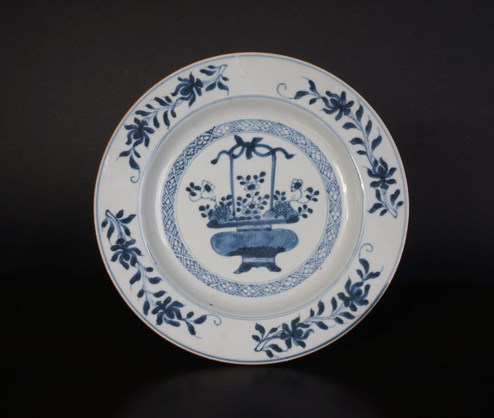 blue and white plate with flower basket decoration, 18th century (1) - Blue and white - Porcelain - China - 18th century