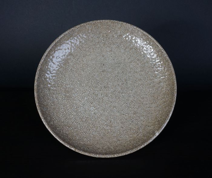 cream colored porcelain crackle plate from the 19th century (1) - Porcelain - China - 19th century
