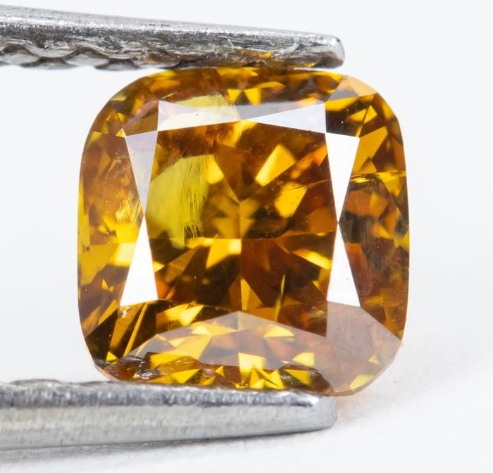 Diamond - 0.70 ct - Natural Fancy Vivid Yellowish Orange - I1  *NO RESERVE*