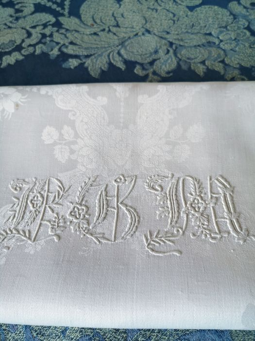 Damask tablecloth withe linens with long monograms hand-embroidered - 225 x 160 cm - Linen - Second half 19th century