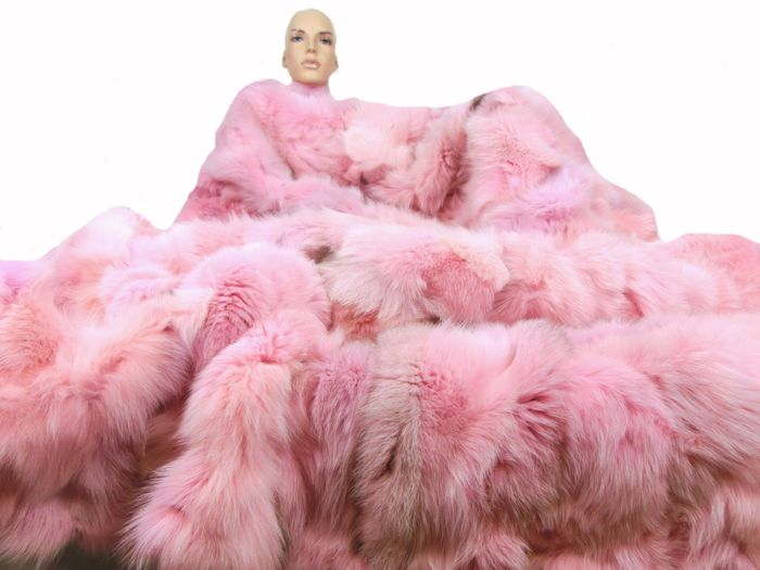 Artisan Furrier - Fox fur - Fur blanket XXL silver fox blue fox pink - Made in: Germany
