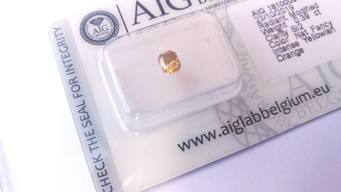 1 pcs Diamond - 0.39 ct - Radiant - fancy intens yellowish orange - SI2