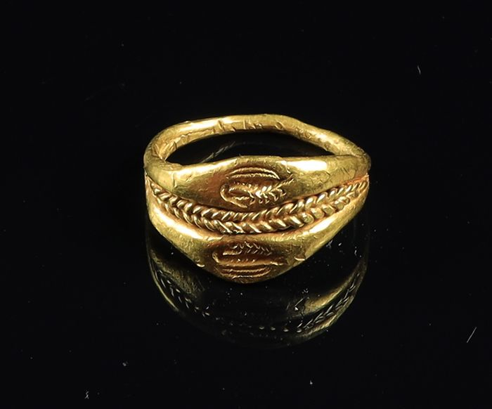 Ancient Greek Gold greek double ring with prawns - 1.5×0.8×1.5 cm - (1)