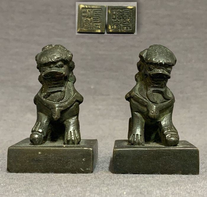 Seal (2) - Bronze - Chinese - Pair - Guardian Lions with ball and baby lion - Four characters  - China - 18th-19th century