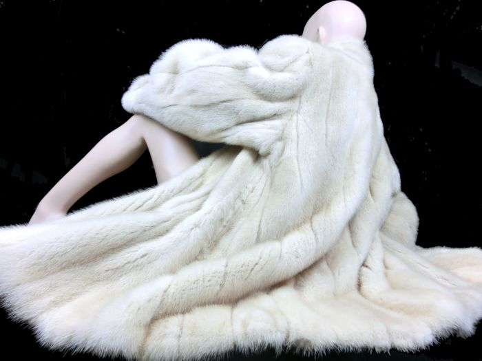 XXL SAGA FURS Nerzjacke in WEISS - Mink fur - Fur coat - Made in: France