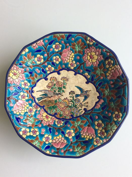 Longwy - Enameled bowl with 12 sides decorated with birds