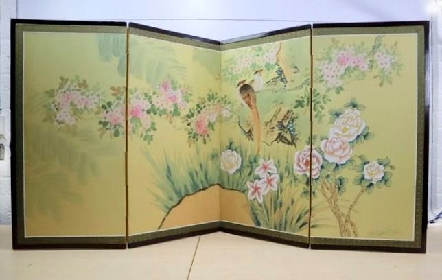A four-stroke folding screen