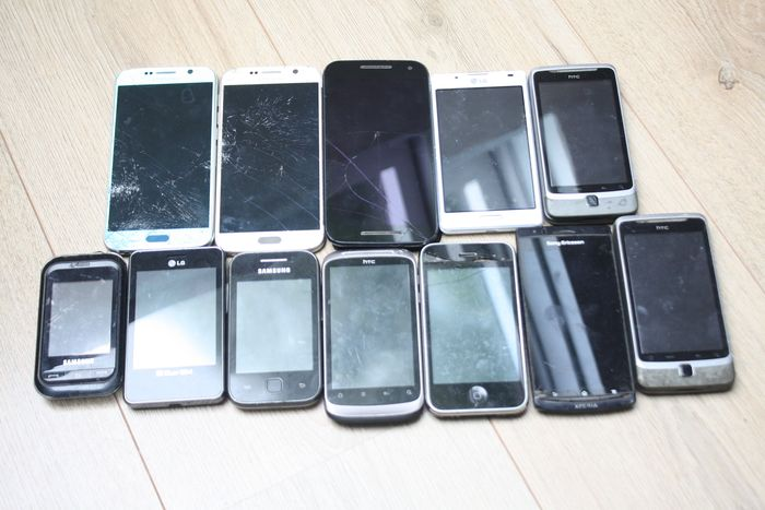 Acer, Apple, LG, Samsung, HTC, Motorola - Lot of 12 vintage Smartphones - iPhone 3GS, Samsung Galaxy S6 (2X), etc - In need of servicing