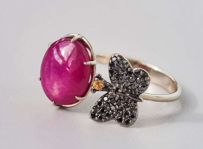 14 kt. Gold, White gold - Ring - 3.00 ct Ruby - Diamonds