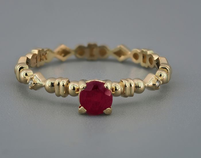 14 kt. Gold, Yellow gold - Ring Ruby - Diamonds