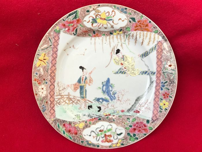 A CHINESE FAMILLE ROSE ROMANCE OF THE WESTERN CHAMBER PLATE - Porcelain - China - Yongzheng (1723-1735)