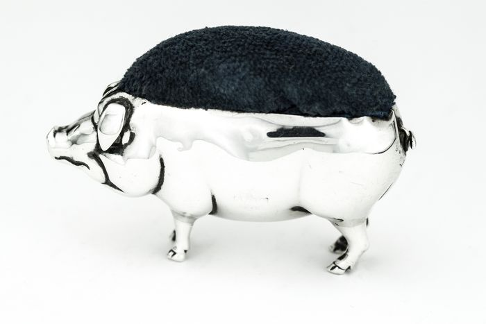 Antique Edwardian silver pig shaped pin cushion - .925 silver - Sloane & Carter - England - 1906