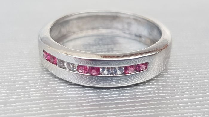Vintage : Ruby & White Sapphire Channel Set Ring- Superb condition- - 9ct 375 White gold - Ring Ruby