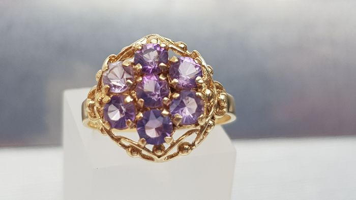 Vintage: 7 Round Cut Amethyst Cluster Ring – excellent condition - 9ct 375 Yellow gold - Ring Amethyst