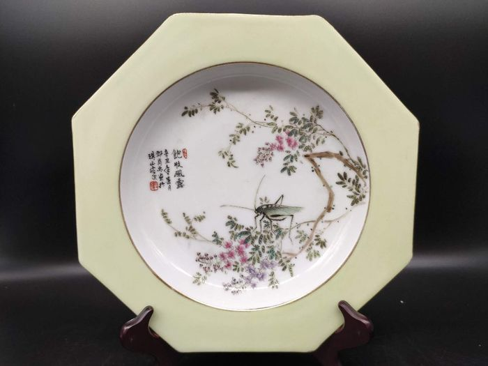 Dish - Famille rose - Porcelain - Cicada, Flowers - in style of artist - China - Late 20th century