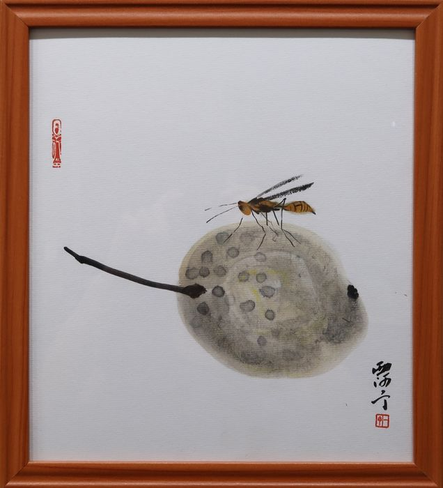 Che Yiding - Chinese ink painting of a bee on a pear