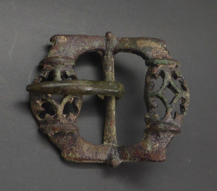 Early medieval Bronze Romanesque buckle - 3×33×37 mm