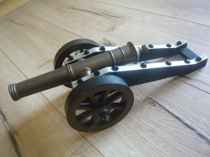 Cannon on gun carriage, standing model, military - Brass, metal, wood
