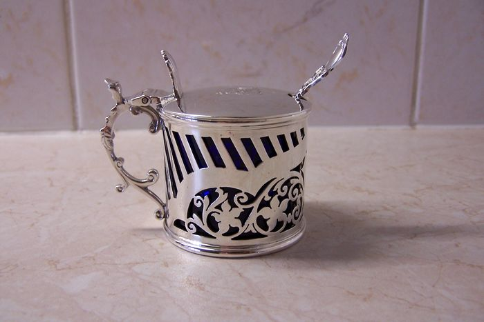 Mustard pot with spoon (1) - .925 silver - William Hutton & Sons Ltd - London - England - 1894