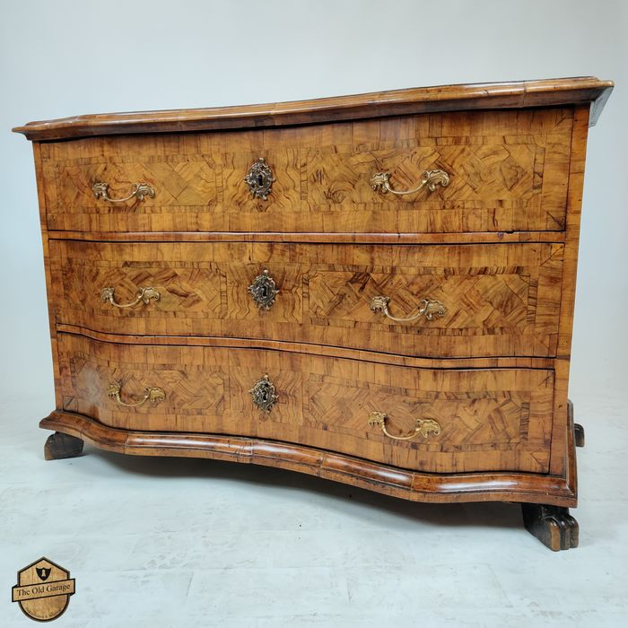 Commode, Commode - Baroque - Bois, Laiton, Noyer - XVIIIe siècle