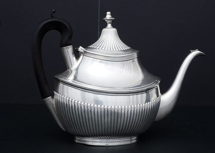 Teapot - .950 silver - Portugal - First half 19th century